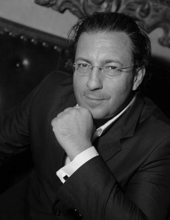 Docteur Mamlouk, Chirurgie Plastique, Reconstructrice et Esthétique à Paris. Spécialiste en rhinoplastie, prothèses mammaires, liftings.